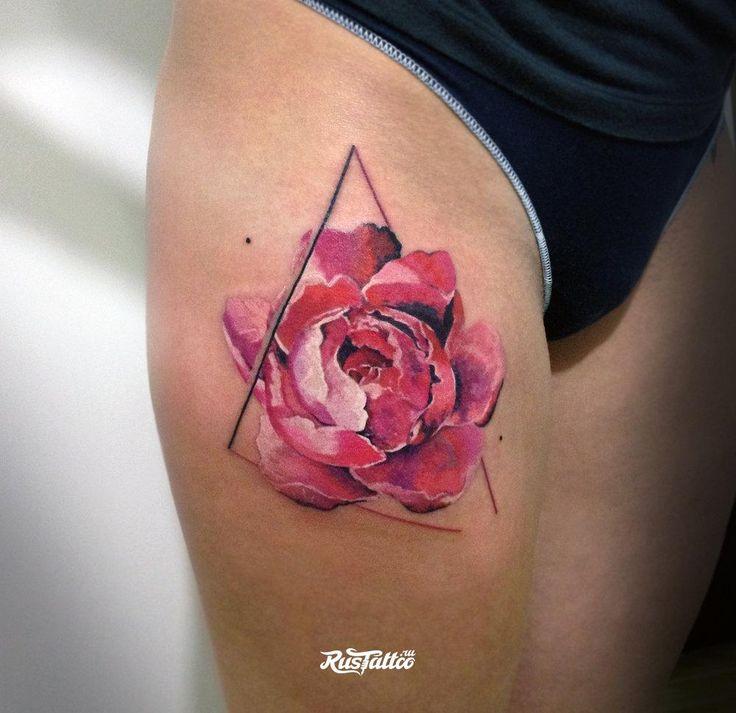 Фото татуировки Пионы в стиле черно-белые | Татуировки на лопатке | RusTattoo.ru
