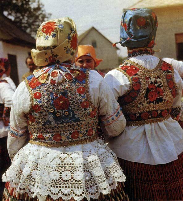 Women and girls in festive costume  Sióagárd, Tolna County  Jenő Szabó