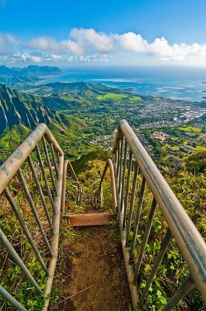 Haiku Stairs, Oahu, Hawaii....Stairway to Heaven! Hawaii Trip Bucket List # 8!!! Can we pleeeeeeaaaaassseee?!