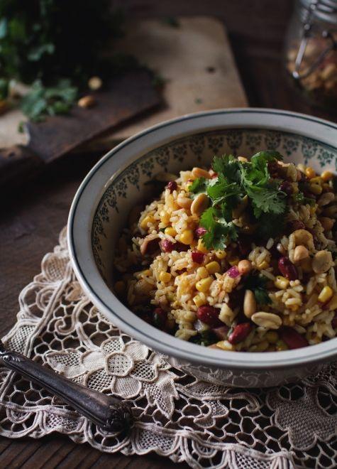 Salade de riz mexicaine  Simple et savoureux! Le croquant de l'arachide....MIAM!