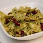 Foto recept: Pasta met kip, zongedroogde tomaten en pesto