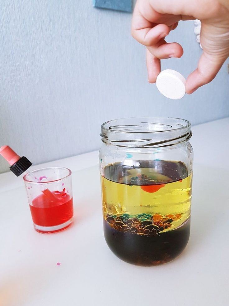 Lavalampe selber machen: Wasser Öl Experiment für Kinder