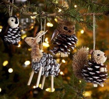 Decoración navideña , hechas con piñas.