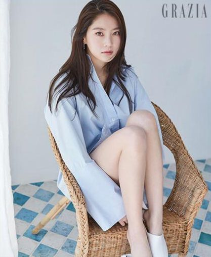 """Gong Seung Yeon who is currently acting side-by-side with Yeo Jin Goo in the tvN drama """"Circle"""" (blue worms anyone?) spent some time with June Grazia, check it out! Source 
