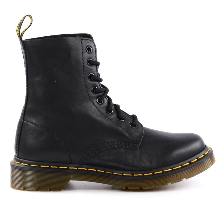All black Dr. Martens boots - Zwarte Dr. Martens veterlaarzen