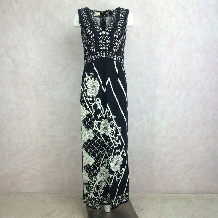 Vintage 70s PAGANNE Black and White Graphic Floral Dress. Back zipper closure. Front bust darts, gathered at waist. Side slit on one side and blind hem. NOS Size: Medium Bust: 34 inches Waist: 28 inch