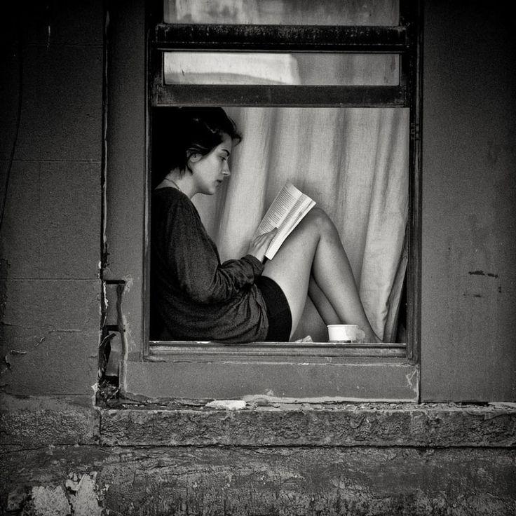"""""""Хорошо поставленное чтение спасает нас от всего, в том числе от самих себя..."""" (Даниэль Пеннак. Как роман).  Фотограф: V.C. Ferry.  #книги #чтение #фото #фотография #цитаты #books #reading #book #photography #photo #мысли #книга #цитата #readingcomua"""