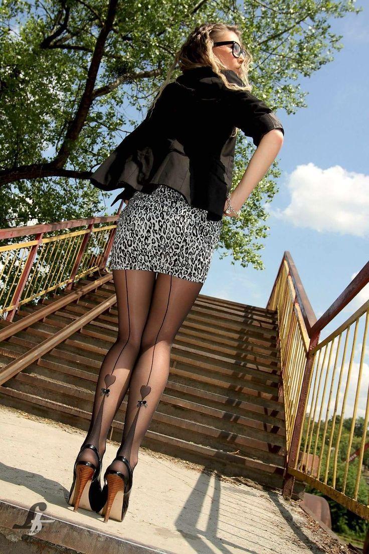фото девушек с длинными ножками в чулках это жизненно