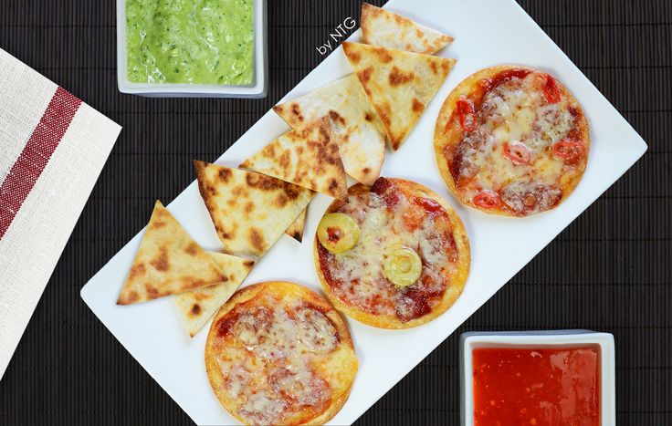 Tortilla chips and minipizzas