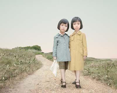 Muy interesante el trabajo de Loretta Lux, entre la fotografía y la pintura http://www.lorettalux.de/