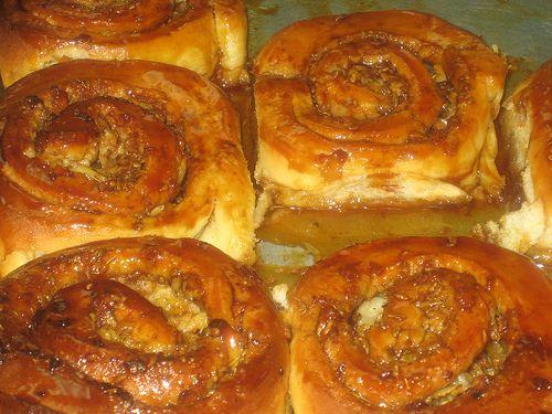 LOS GOLFEADOS, parecidos a los cinnamon roll sólo que estos llevan papelón y queso blanco rallado
