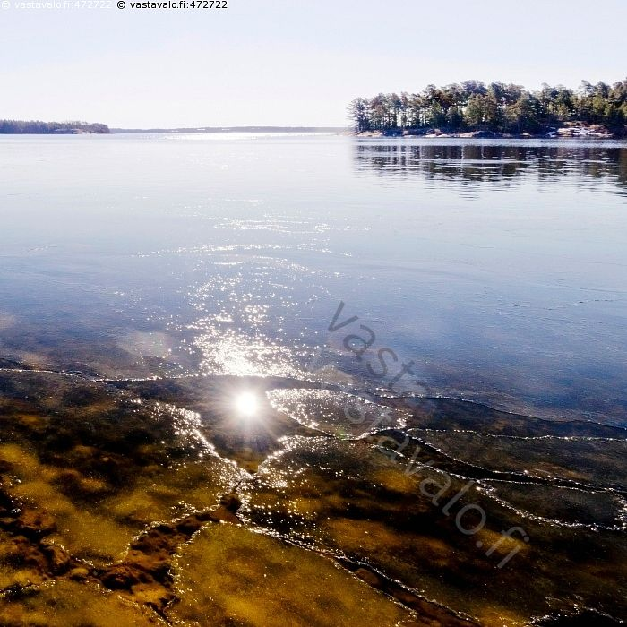 Sula - meri ranta jää sula sulaa kevät huhtikuu maisema merimaisema aurinko
