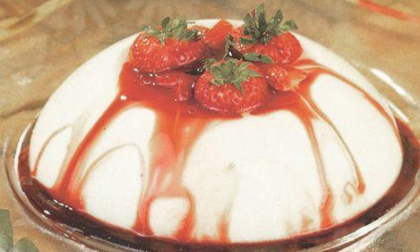 Flow Magazine - Παγωμένο γιαούρτι με σιρόπι Φράουλας