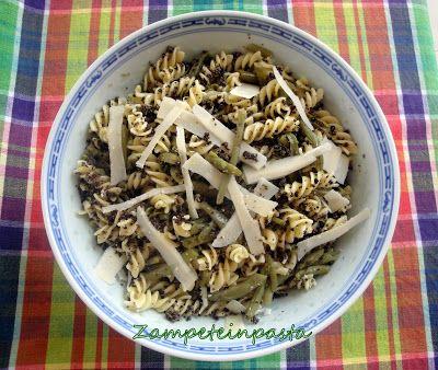 Fusilli con fagiolini e briciole all'aceto balsamico http://zampetteinpasta.blogspot.it/2015/08/fusilli-con-fagiolini-e-briciole.html