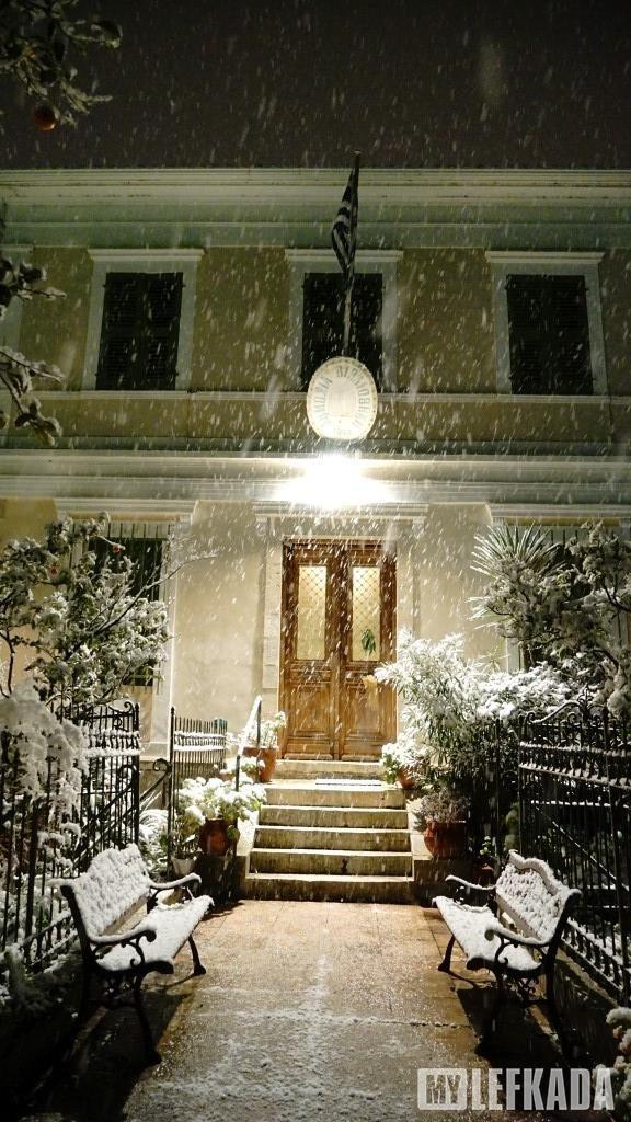 10/01/2017. Η Δημοτική Βιβλιοθήκη χιονισμένη.