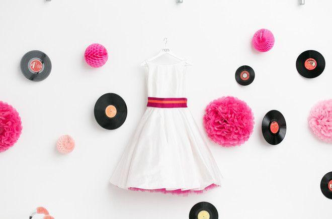 kurze Brautkleider, 50er mit farbigem Petticoat (www.noni-mode.de - Foto: Hanna Witte, Violeta Pelivan, Le Hai Linh)