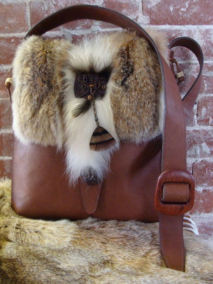 Sac à main de fourrure recyclée-Recycled fur handbag