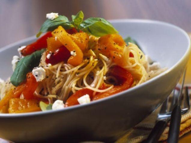 Spagetti med rostad paprika och getost