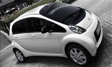 Citroën C-Zero is much more than a 100% electric car. It is also a stylish city compact, with a short bonnet that flows from the windscreen to the top of the radiator grill. Its headlights will prompt you to take a closer look at the overall styling.