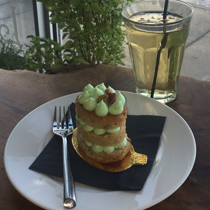 Your afternoon calls for a pistachio cake and an iced Siam Basil Lemongrass iced tea.