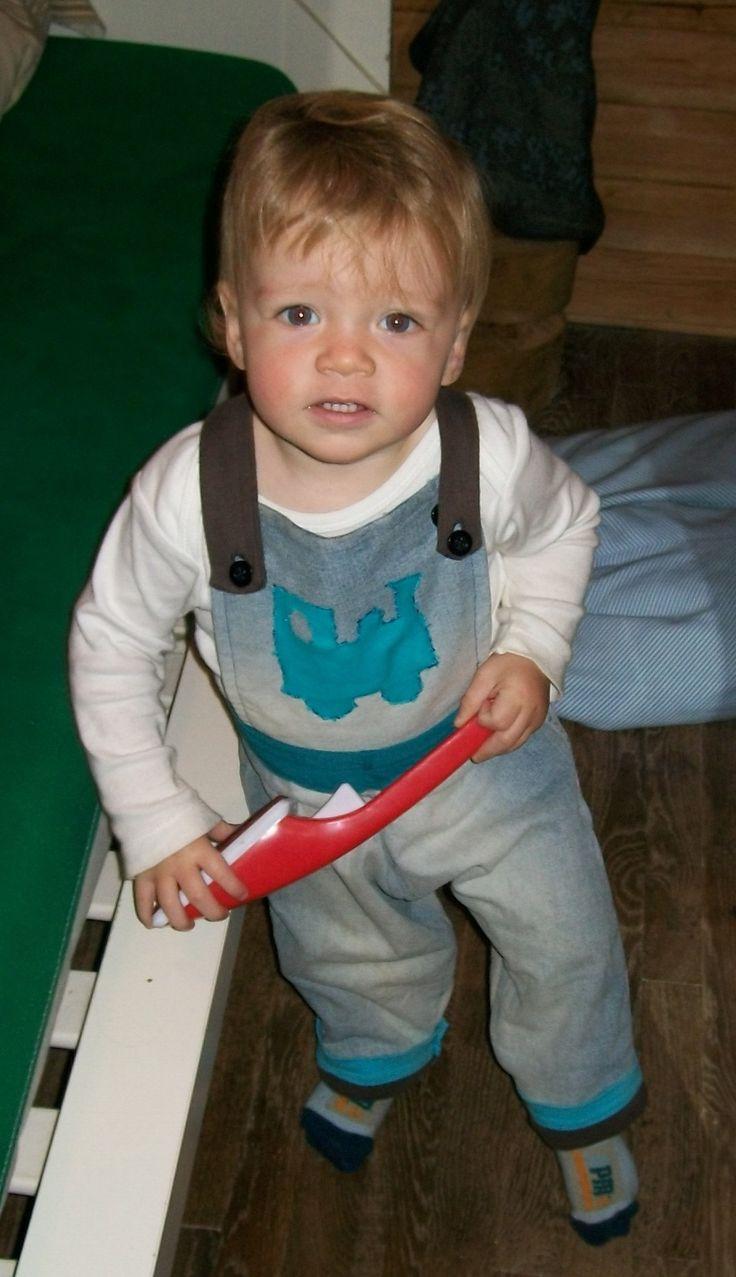 Oude jeans en oude sweater worden jeanssalopetje met binnenvoering baby