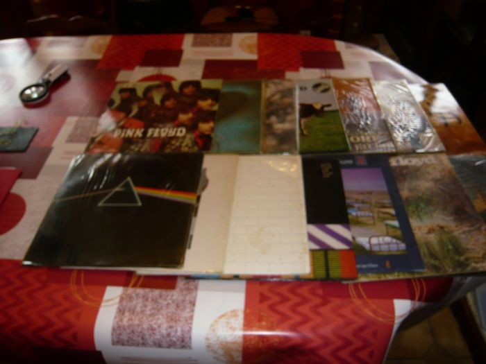 Pink Floyd: 14 originele LP Albums  1. album 33 t een saucerful van geheimen Pathe Marconi EMI Pink Floyd2. album 33 t Masters Rock Pathe Marconi EMI Pink Floyd3. album 33 t dieren Pathe Marconi Pink Floyd4. album 33 t de piper aan de poorten van de dageraad Pathe Marconi Pink Floyd5. album 33 t Atom heart mother EMI Pink Floyd6. album 33 t musique du film meer EMI-Columbia Pink Floyd7. album 33 t Ummagumma Pathe Marconi roze Floyd78. album 33 t een kortstondige vervallen van raison EMI Pink…