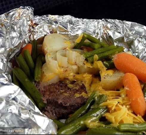 Ground Chuck Dinner Cooked in Foil Recipe - http://www.food.com/recipe/hobos-252722