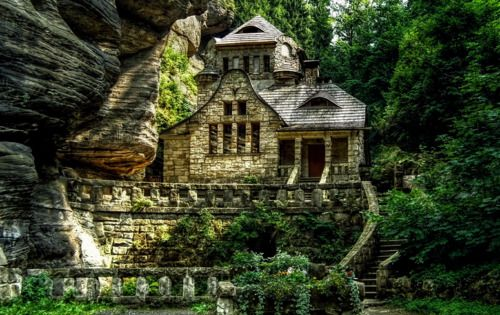 Cliffside Stone House, Italy: Stones Cottages, Dreams Home, Stones Houses, Czech Republic, Old Houses, Guest Houses, Places, Stones Home, Stone Houses