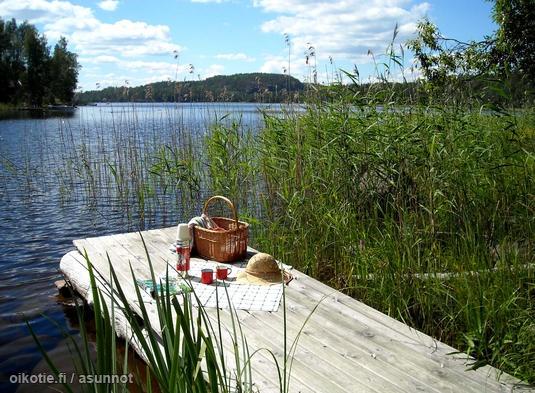 Picnic by the lake / Piknik laiturilla