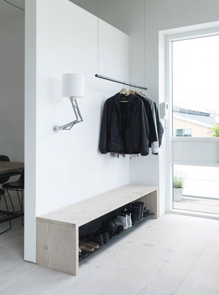 Det kan være en udfordring at få alle behov dækket når man indretter entreen, da den ofte skal rumme flere...