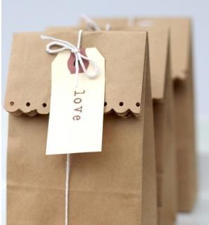 Emballage sac brun avec ciseau à motif!