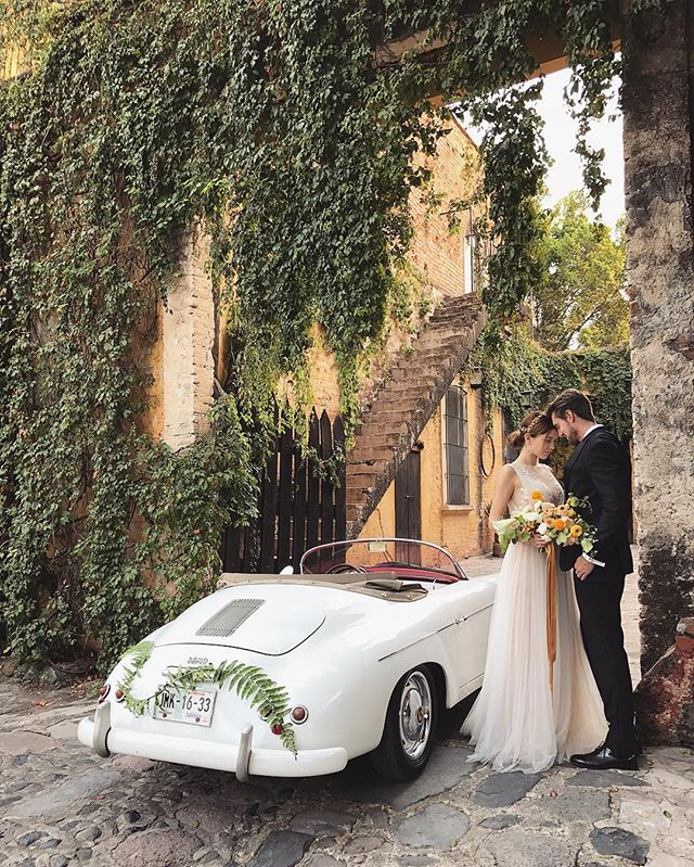 In love with this cute car for the @josevillaworkshops wardrobe styling @geraldinemagazine @mrdanieltran hair and makeup @teamhairandmakeup wedding de-tailor @theweddingdetailor gown @mirazwillinger tux @theblacktux planning and design @duetweddings Floral and Design @nicamille Floral Assistant @lamusadelasflores Ribbon @silkandwillow #josevillaworkshops #mexicoworkshop2016 #iphonepic
