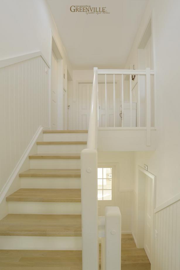 Schwedische Paneele im gesamten Treppenbereich sind sehr pflegeleicht.