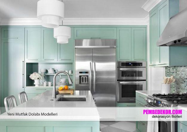 Ahşap, beyaz ya da siyah renklerde mutfak dolaplarından eğer sıkıldıysanız sizlere su yeşili dolapları önerebiliriz. Bu tarz dolaplar hem evinize orijinallik katacaktır hem de hemen hemen k