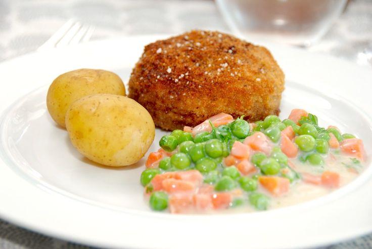 Her får du den bedste opskrift på sprøde og saftige karbonader i ovn. De brunes først på panden, og derefter steges karbonaderne i ovnen. Til nemme karbonader i ovn til fire personer skal du bruge:…