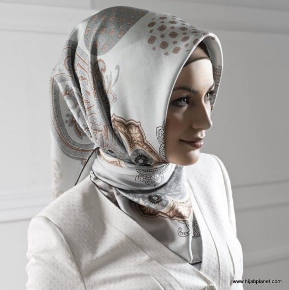 Muslim Women Head Scarf | Image Source: www.hijabplanet.com