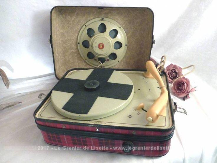 Ancien tourne disque ou électrophone de la marque Audax France, datant des années 50, pour une utilisation en décoration.