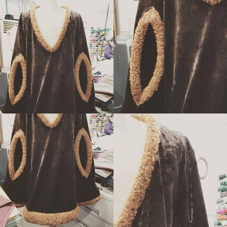 """좋아요 1개, 댓글 1개 - Instagram의 Jaeyoung Yang(@yang.jaeyoung)님: """"YEDO Costume Design. 공연의상. #연극 #무대의상 #무대의상디자인 #공연의상 #고전 #중세 #망토 #Costume #YEDO #예도무대의상 #예도양재영…"""""""