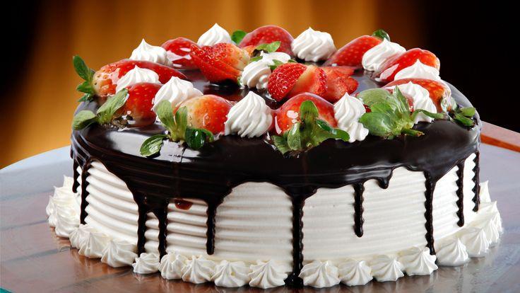 Торт – вкусный сладкий десерт. Редко какой праздник обходится без этого потрясающего  десерта. Современные изделия имеют разную форму, хотя само слово торт первоначально означало «круглый».