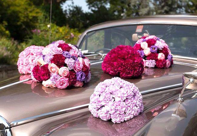#Prunkvolle #Nelken #Blütenkugeln bei der #Hochzeit auf #Burg #Stettenfels in #flieder #beere und #lila - #weddingdecoration #car #bouquet #weddingidea #weddinginspiration