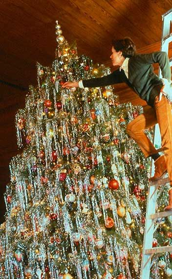 Carolyne Roehm decorating her Christmas tree - Not even overly fond of tinsel but WOW...what impact!