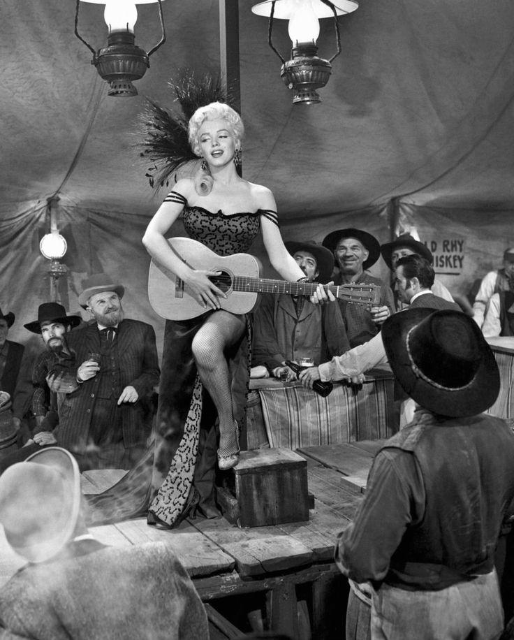 "Image - 1954 / Première chanson que Marilyn chante dans le film ""River of no return"" : accompagnée de sa guitare, ""One silver dollar"". - Wonderful-Marilyn-MONROE - Skyrock.com"