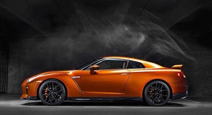 """El motor show de Nueva York, fue el escenario del lanzamiento del totalmente renovado Nissan GT-R 2017, vehículo súper deportivo insignia de la compañía nipona que le tocó presentar a Carlos Ghosn, CEO de Nissan Co. Ltd. Las mejoras en el rediseñado Nissan GT-R se verifican en la parte externa, con la Parrilla """"V-motion"""" sello..."""