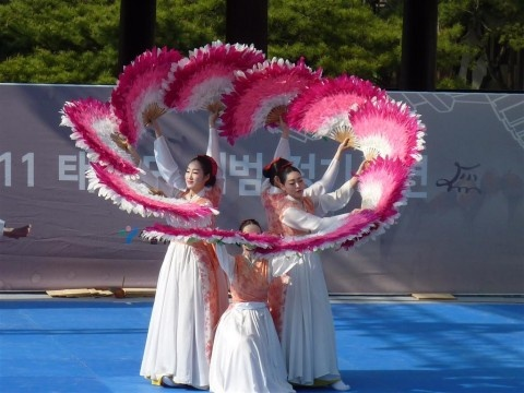 Google Image Result for http://blog.korea.net/wp-content/uploads/2011/06/P1080778-480x360.jpg