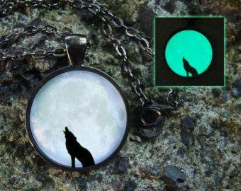 Wolf glühende Halsbandanhänger glühen im dunklen Wolf Schmuck glühende Mond Wolf Anhänger Wolf in den Wald Tier Halskette Moon Schmuck glühende