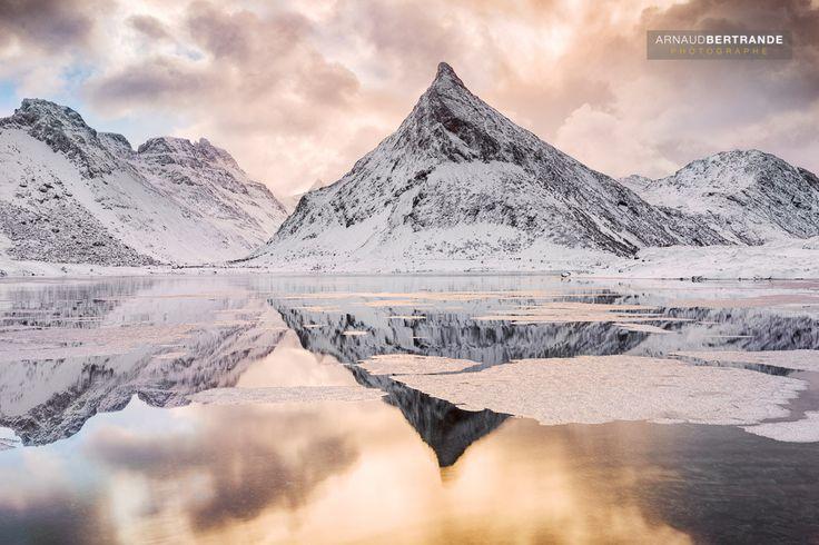 Montagne pointue à Fredvang - Montagne pointue à Fredvang www.abertrande.com/portfolio/norvege