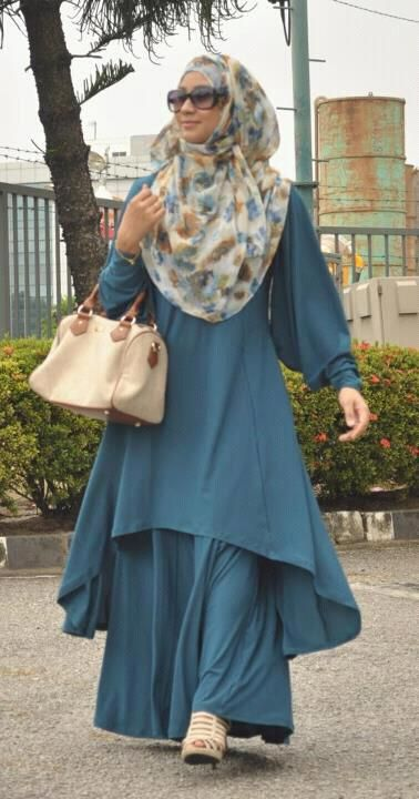 flowy, work for hijab with a lovely vintage dooney and burke!