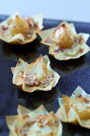 Petites briks aux oignons confits et aux noix de pécan - Larousse Cuisine