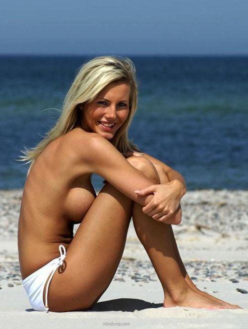 hot nude women water