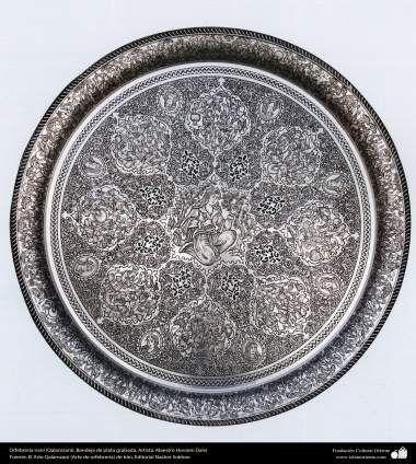 Orfebrería iraní (Qalamzani) Bandeja de plata grabada Artista: Maestro Hossein Dalvi - 152